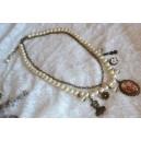 Colier Shabby Chic Perle de Sticla Albe, Lant si Figurine din Bronz Aspect Vintage, Medalion cu Cabochon Sticla Detalii Florale