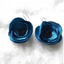 Cercei Textili Cusuti Manual din Satin Albastru cu Margele de Nisip Flori de Anemone